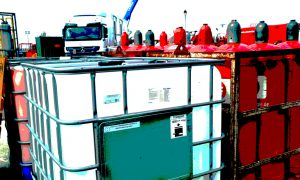 1000-liter-canisters with frac chemicals